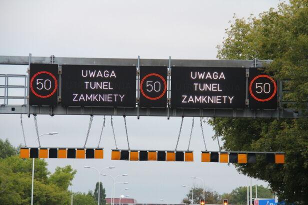 Znaki informują o utrudnieniach Lech Marcinczak / tvnwarszawa.pl