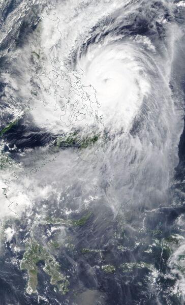 Zdjęcie satelitarne tajfunu Kammuri z 2 grudnia (PAP/EPA/NASA Worldview HANDOUT)