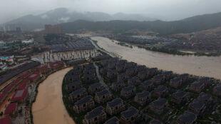 Chiny podnoszą się po uderzeniu tajfunu