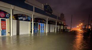 Podtopienia i zniszczenia w mieście Portsmouth w Anglii (Kontakt 24/playzone7777)