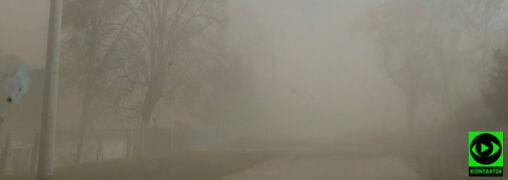 """""""Burza piaskowa na drodze"""". Silny wiatr i ostrzeżenia IMGW"""