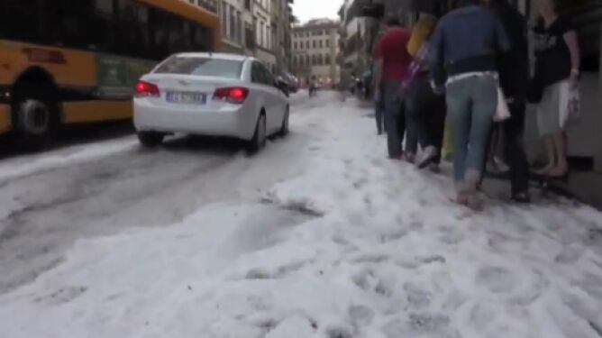 """""""Bomba wodna"""" spadła na Florencję. 20 osób rannych"""